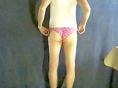 Pantyboy в розовые трусиков .