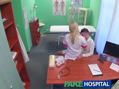 FakeHospital Vaarnaruuvit kukko keskittää seksikkäitä hoitajalle cum