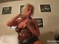 Slutty mature in latex suit riding a vibrator in her cunt
