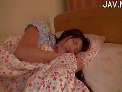De dormir de Asia polluelo Teased