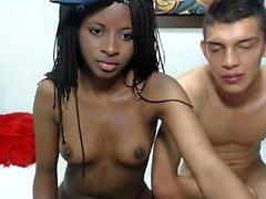 ébano atractiva muchacha adolescente aficionado en la webcam