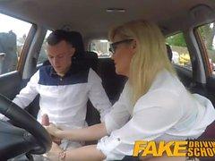 Fake Driving School Learners nerver lugnade av jävla blonda examinator