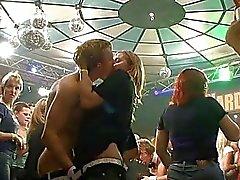 Groupe Sexe Very hot dans le club