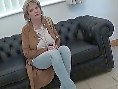 Adulterous uk mature lady sonia displays her heavy jugs
