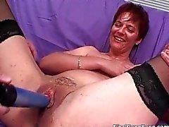Nasty brunett MILF blåser styv cock