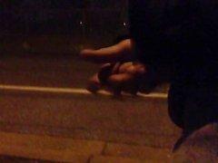 Masturbiert, während eine öffentliche Straße zu Fuß nach unten !! Fast erwischt !!