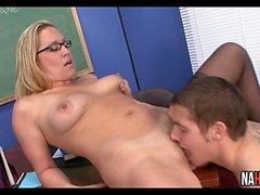 Slutty Blonde Öğretmen Öğrenci Cock Jessie Nakit Rides