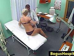 Busty SPYCAM Amateur Fucked hänelle lääkäri