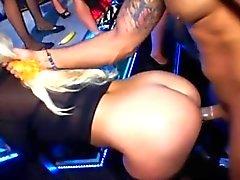 des strippers véritablement de tirer profit du concert
