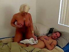 Stufe mom jerking off ihren Sohn