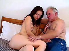 vanha mies nuoren tytön - Ujo girl sekä vanha viettelijä