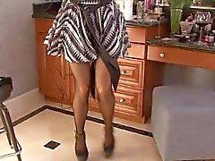 Tette enormi jiggle quanto mom Kelly a Madison toglie abito di strofinare il clitoride