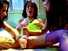 Grossi delle lesbiche tit di tutto fuori Trio Sesso