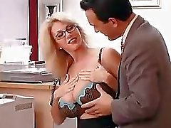 Big Titted moeder met haar baas ... f70