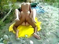 Stranger neuken mijn slet vrouw op het strand .
