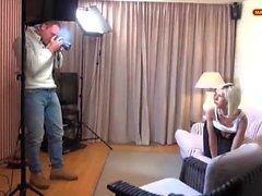 Businessgirl geht mit zum Photoshooting