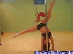 Une danseuse ultra-sensuelle de Pole Dance