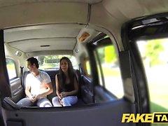 Sahte Taksi uzun boylu İspanyol güzeli arkasında onun bf sikikleri
