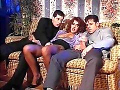 Italienska slampa Andrea Valente på tappning threesome & DP