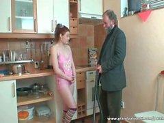 Redheaden hemmafru som får slickad av sin chefen