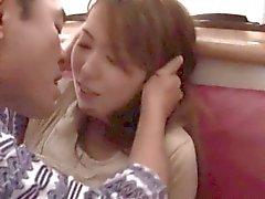 A esposa nova transformou-se enganchado no beijo do sogro