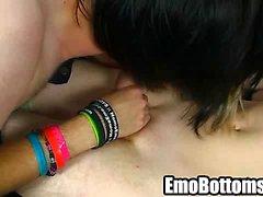 Emo twink Phoenix Link giving a sloppy blowjob