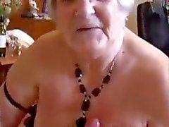 Бабушка успехом доит мальчики члена - Дадди