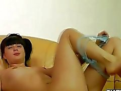 Teen school babe gets naked and fucks her hairy wet snatch