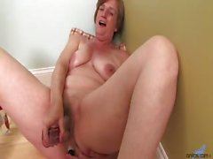 Horny housewife starts to masturbate her mature pussy on the floor