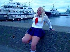 Kirsten in minishirt