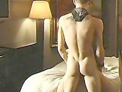 Сырая пола Twink любители без седла торца сексом