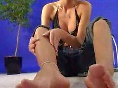Aida's Feet Show