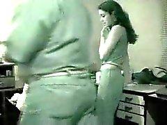 Смазливая лесбиянка подростков индийской испуганных быть пойманным