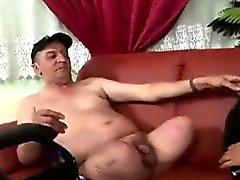 Puta Latina a torção começ pago pelo homem sem perna excitada
