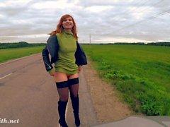 Дженни Смит публичная обнаженность на дороге