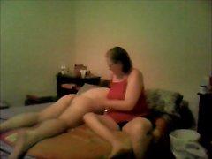 A minha namorada bater minha bunda com um cabide de arame