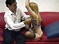Schattige magere blonde in nylons krijgt geschroefd