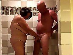 Jouer dans le shower.720p