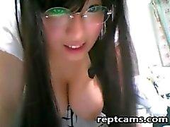 Stunning Asian webcam teen!
