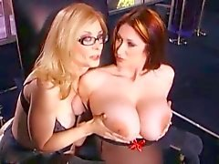 Bir Babe ile Nina Hartley Strapon Sex
