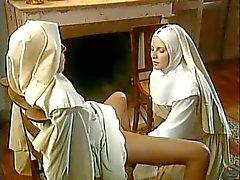 Fisting Nunnor