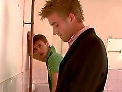Мексиканские геи в туалете
