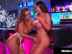 Big Amantes Titty Nikki Benz & Abigail Mac Dedo foda!