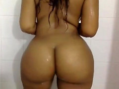Big titties Arwyn solo masturbation while having a shower