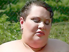 The biggest supersized BBW model facesitting