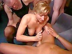 Desagradável Swinger Gangbang