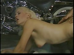 Caveman looking guy with thick dick fucks blonde bimbo