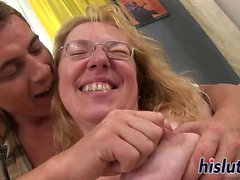 Chubby mature floozy has her pussy drilled