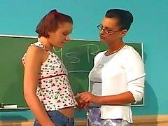 Leraar penetreert haar student