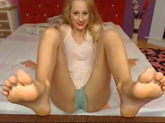 BEAUTIFUL cam model feet big sexy feet NO SOUND